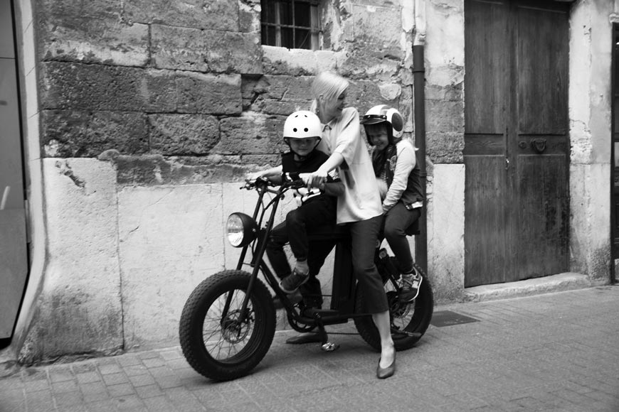 Moke E-Bike and Silke von Rolbiezki Coiffure